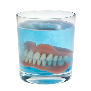Denture Care Tips for Family Caregivers – A Key to Senior Health