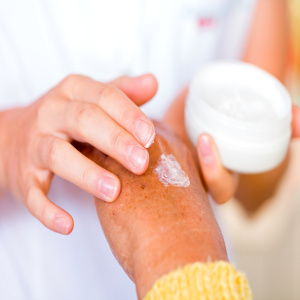 Pain & Injuries Can Result From Dry Skin – Nourishing Fragile Senior Skin