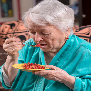 Choosing Snacks Seniors Will Eat and That Meet Their Nutrition Needs